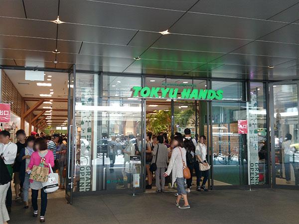 東急ハンズ京都店入口の混みっぷり